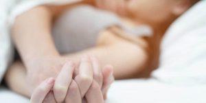 Couple ayant des relations sexuelles